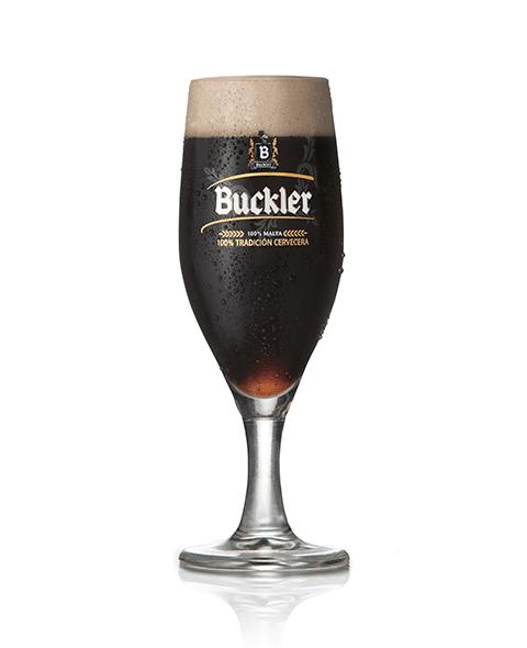 Cómo servir Buckler 0,0 Negra